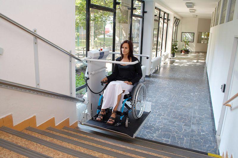 Montascale Per Disabili E Montascale Per Anziani Salire E